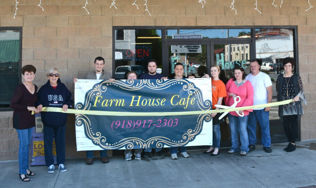 FarmHouseCafeRibbonCutting